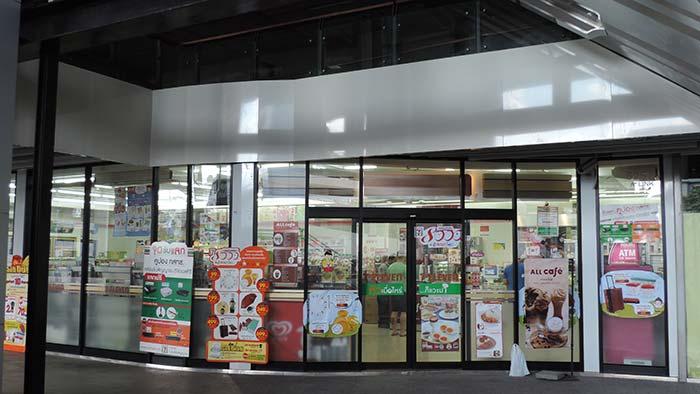 Einkaufen in Thailand - Laden von außen
