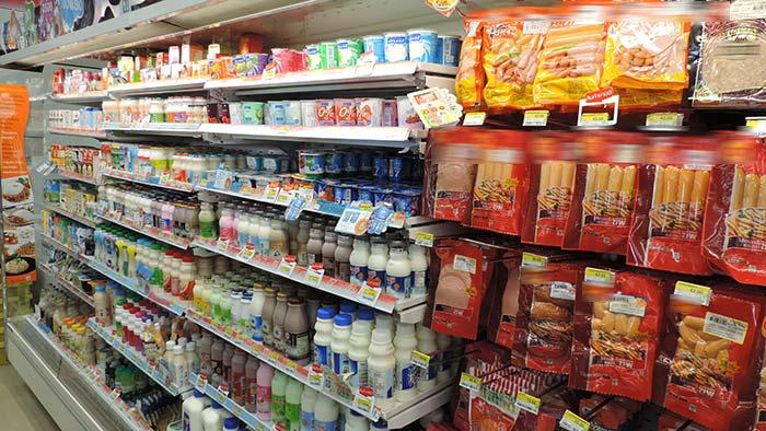Einkaufen in Thailand - Milchprodukte und Wurst