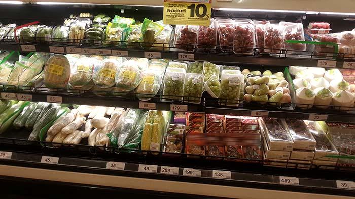 Einkaufen in Thailand - Obst und Kokosnuss